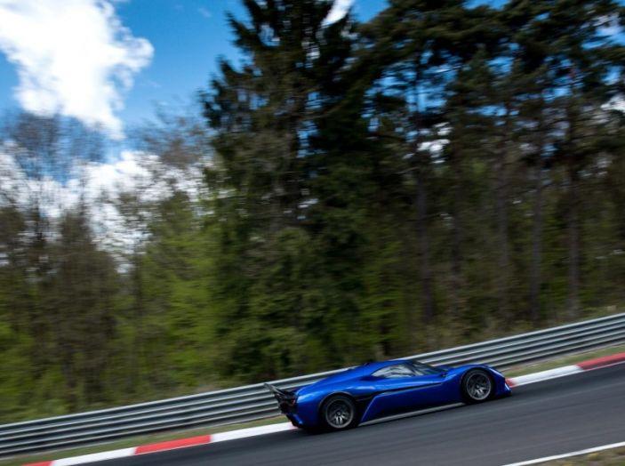 Nuovo record al Nurburgring: la NIO EP9 è la supercar elettrica da 6'45.900 - Foto 8 di 19