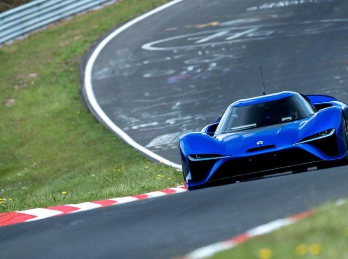 Nuovo record al Nurburgring: la NIO EP9 è la supercar elettrica da 6'45.900 - Foto 1 di 19
