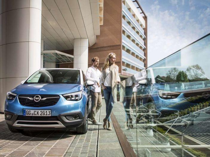 Opel Crossland X, prova su strada del nuovo SUV compatto - Foto 18 di 38