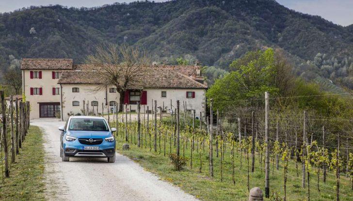 Opel Crossland X, test drive e allestimenti del crossover tedesco - Foto 22 di 38