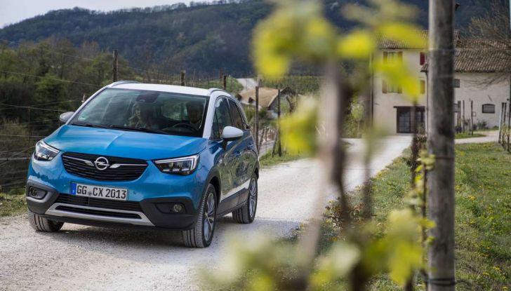 Opel Crossland X, prova su strada del nuovo SUV compatto - Foto 23 di 38