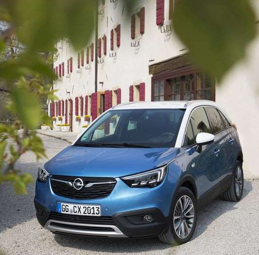 Opel Crossland X, prova su strada del nuovo SUV compatto - Foto 25 di 38
