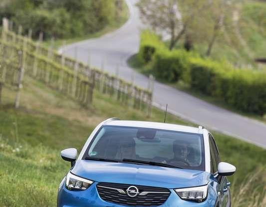 Opel Crossland X, prova su strada del nuovo SUV compatto - Foto 26 di 38