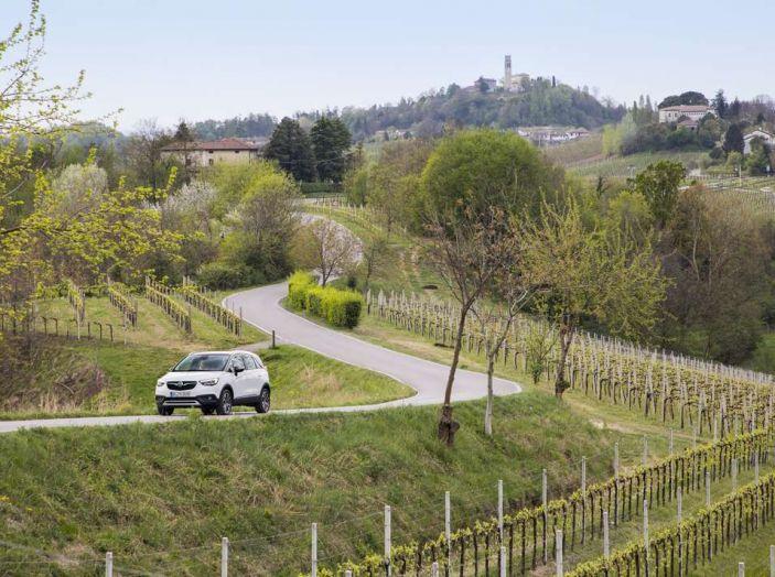 Opel Crossland X, prova su strada del nuovo SUV compatto - Foto 28 di 38