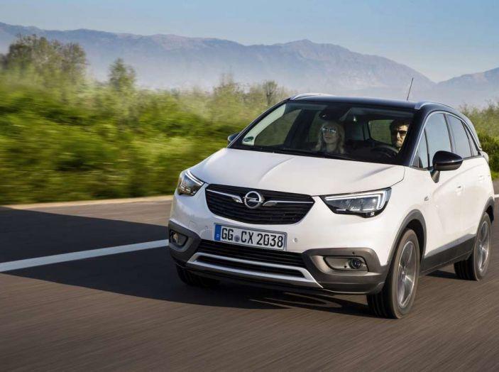 Opel Crossland X, prova su strada del nuovo SUV compatto - Foto 29 di 38