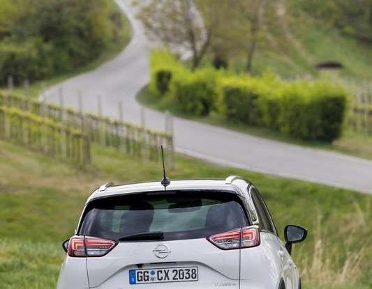 Opel Crossland X, test drive e allestimenti del crossover tedesco - Foto 31 di 38