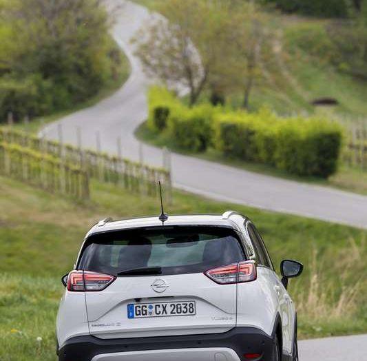 Opel Crossland X, prova su strada del nuovo SUV compatto - Foto 31 di 38