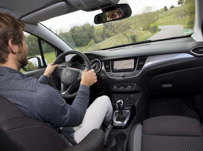 Opel Crossland X, prova su strada del nuovo SUV compatto - Foto 37 di 38