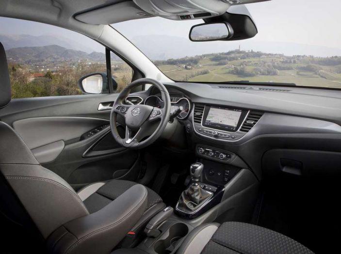 Opel Crossland X, prova su strada del nuovo SUV compatto - Foto 38 di 38