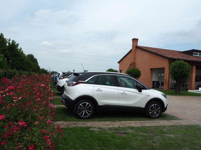 Opel Crossland X, prova su strada del nuovo SUV compatto - Foto 4 di 38