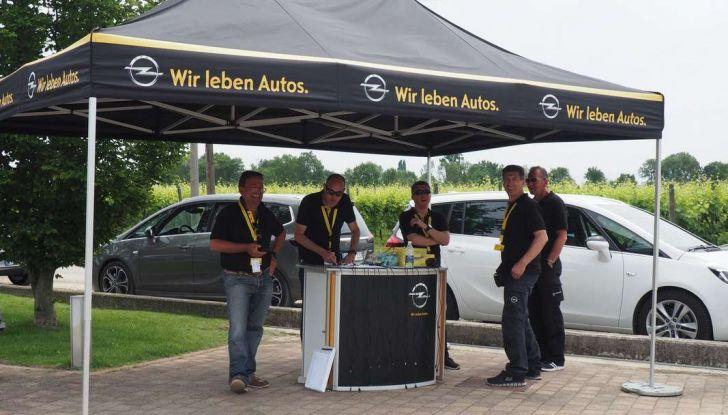 Opel Crossland X, prova su strada del nuovo SUV compatto - Foto 19 di 38