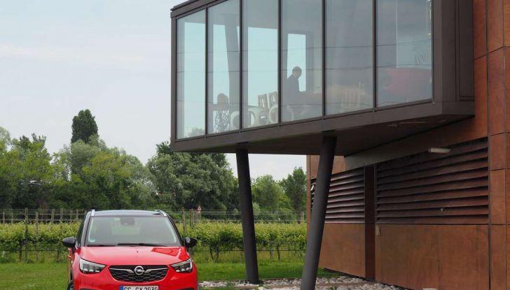 Opel Crossland X, prova su strada del nuovo SUV compatto - Foto 3 di 38
