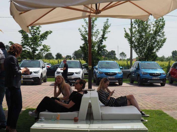 Opel Crossland X, prova su strada del nuovo SUV compatto - Foto 32 di 38