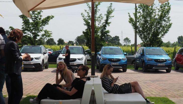 Opel Crossland X, test drive e allestimenti del crossover tedesco - Foto 32 di 38