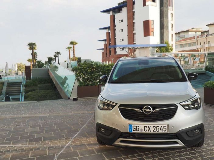 Opel Crossland X, prova su strada del nuovo SUV compatto - Foto 2 di 38