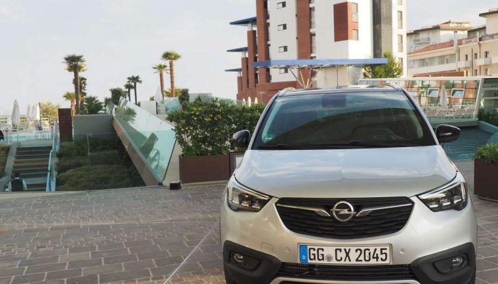 Opel Crossland X, test drive e allestimenti del crossover tedesco - Foto 2 di 38