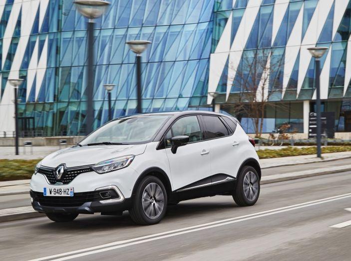 Renault Captur 2017: allestimenti più ricchi per il Crossover francese - Foto 8 di 9