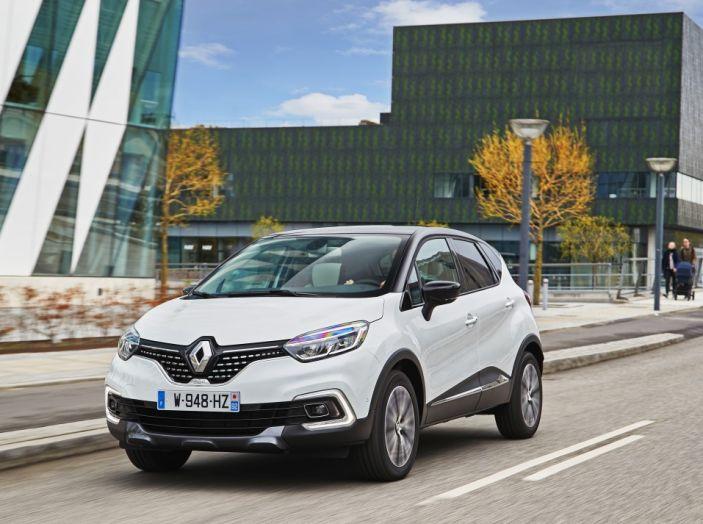 Renault Captur 2017: allestimenti più ricchi per il Crossover francese - Foto 9 di 9