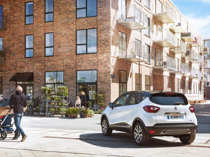 Renault Captur 2017: allestimenti più ricchi per il Crossover francese - Foto 2 di 9