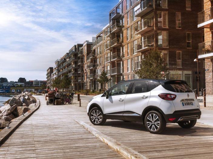 Renault Captur 2017: allestimenti più ricchi per il Crossover francese - Foto 3 di 9