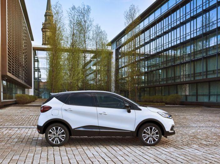 Renault Captur 2017: allestimenti più ricchi per il Crossover francese - Foto 4 di 9