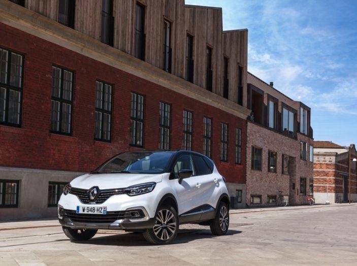 Renault Captur 2017: allestimenti più ricchi per il Crossover francese - Foto 1 di 9