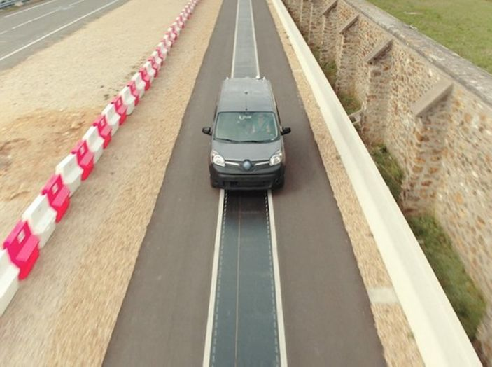 Renault: arriva la ricarica Wireless per le auto elettriche utilizzabile in marcia - Foto 2 di 8