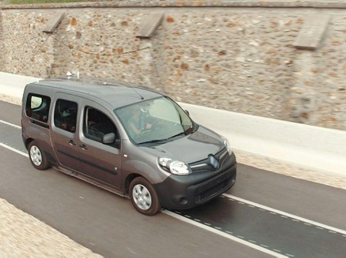 Renault: arriva la ricarica Wireless per le auto elettriche utilizzabile in marcia - Foto 1 di 8