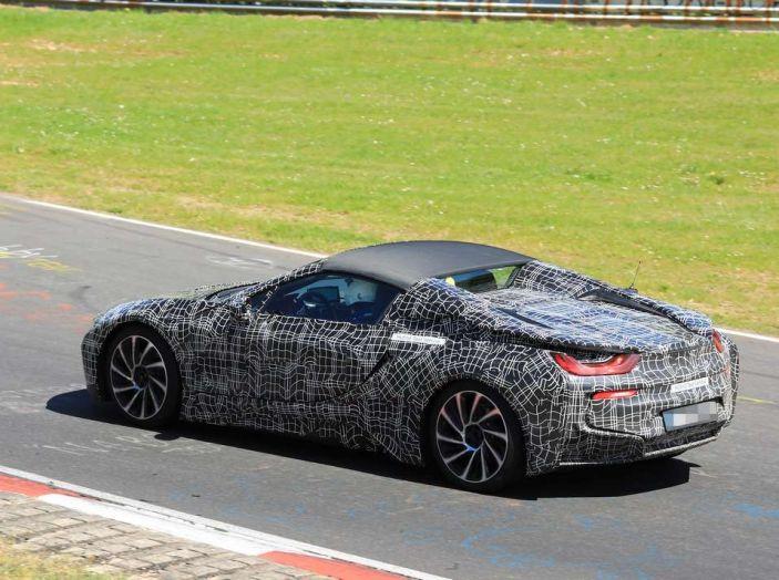 BMW i8 Spyder, prime immagini spia della cabrio tedesca - Foto 1 di 26