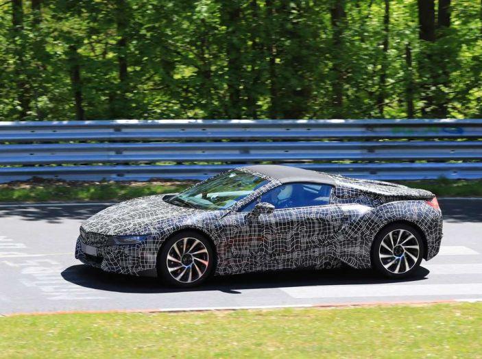 BMW i8 Spyder, prime immagini spia della cabrio tedesca - Foto 2 di 26