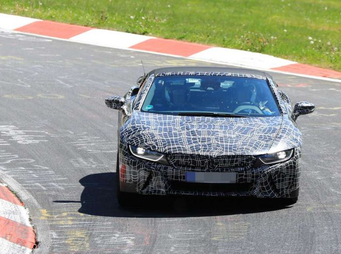 BMW i8 Spyder, prime immagini spia della cabrio tedesca - Foto 22 di 26