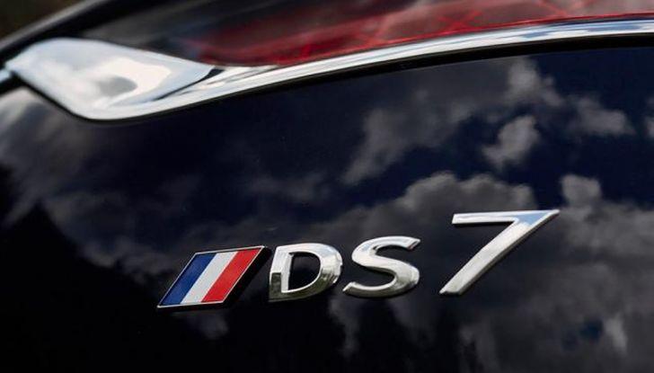 Emmanuel Macron e la DS 7 Crossback Presidenziale sugli Champs-Elysées - Foto 6 di 6