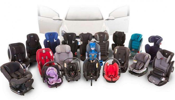 Bambini davanti in auto: ecco come portarli a norma di legge - Foto 5 di 12