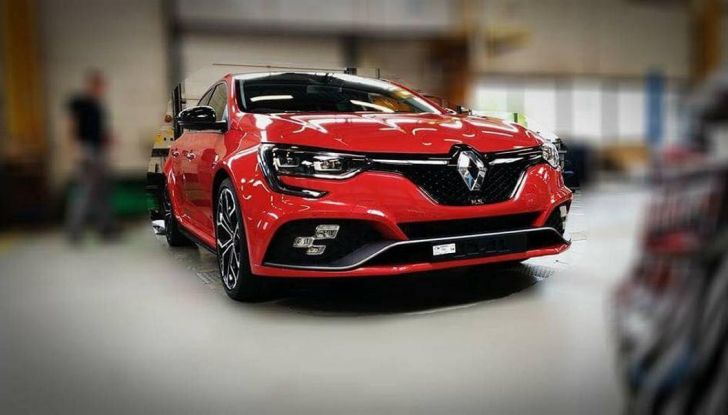 Renault Megane RS Trophy-R, nuovo record al Nordschleife - Foto 1 di 24