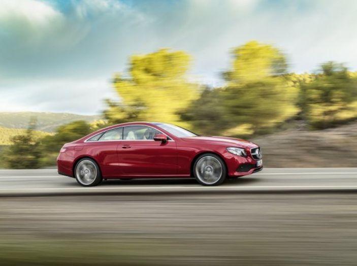 Mercedes Classe E Coupé 2017, la nostra prova tra due epoche - Foto 2 di 18