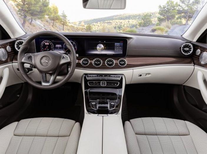 Mercedes Classe E Coupé 2017, la nostra prova tra due epoche - Foto 8 di 18