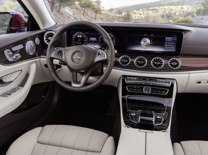 Mercedes Classe E Coupé 2017, la nostra prova tra due epoche - Foto 9 di 18