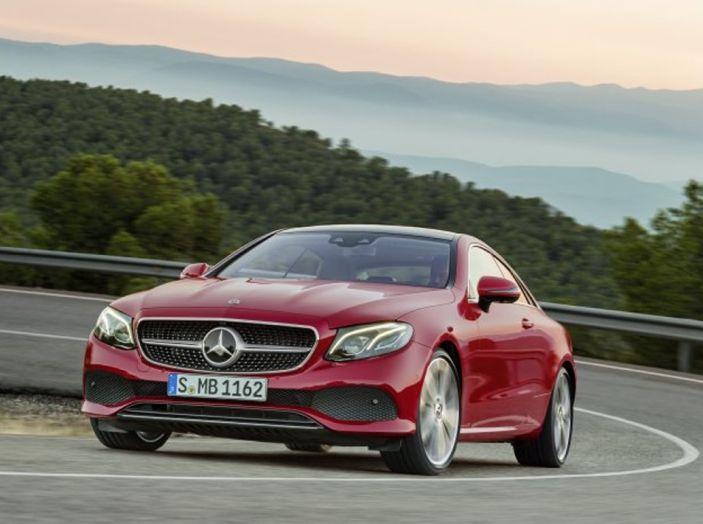 Mercedes Classe E Coupé 2017, la nostra prova tra due epoche - Foto 3 di 18