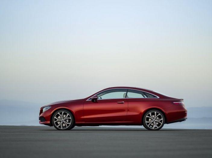 Mercedes Classe E Coupé 2017, la nostra prova tra due epoche - Foto 14 di 18