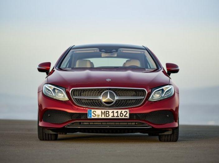 Mercedes Classe E Coupé 2017, la nostra prova tra due epoche - Foto 15 di 18