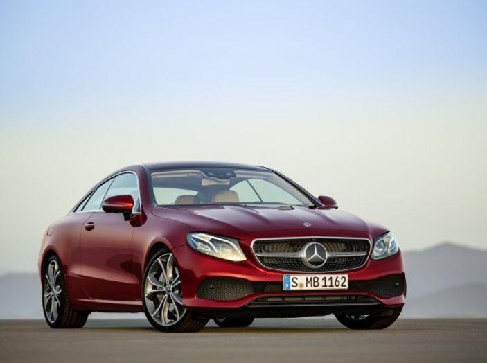 Mercedes Classe E Coupé 2017, la nostra prova tra due epoche - Foto 16 di 18