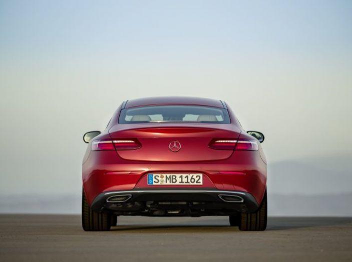 Mercedes Classe E Coupé 2017, la nostra prova tra due epoche - Foto 17 di 18