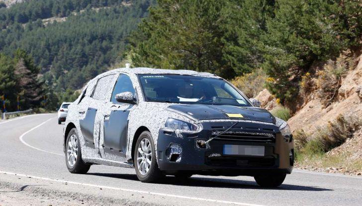 Ford Focus 2018, foto spia della quarta generazione - Foto 14 di 23