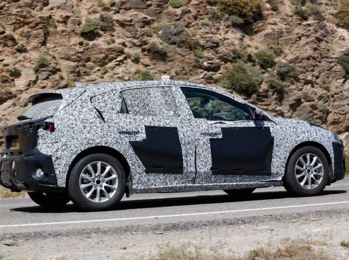 Ford Focus 2018, foto spia della quarta generazione - Foto 6 di 23