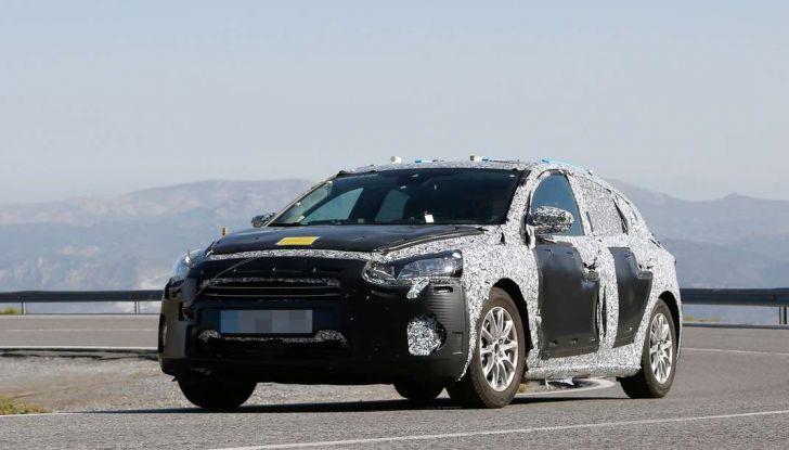 Ford Focus 2018, foto spia della quarta generazione - Foto 9 di 23