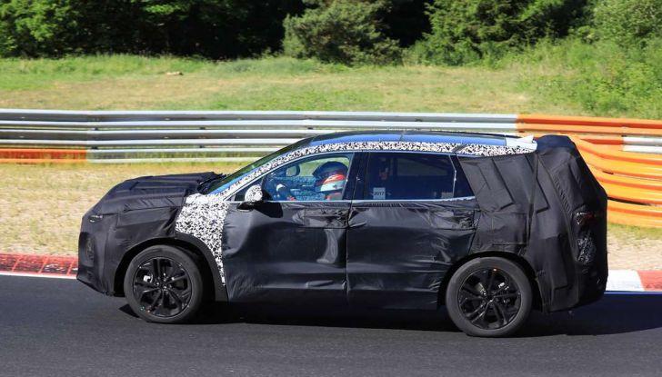 Hyundai Santa Fe 2018, foto e video spia della nuova generazione - Foto 2 di 12