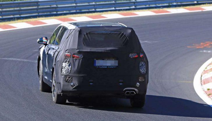 Hyundai Santa Fe 2018, foto e video spia della nuova generazione - Foto 5 di 12