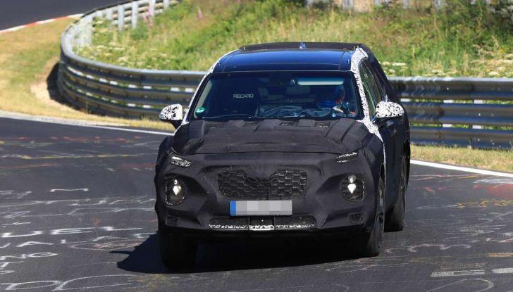 Hyundai Santa Fe 2018, foto e video spia della nuova generazione - Foto 6 di 12