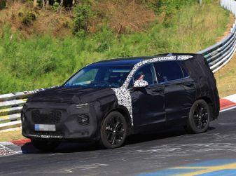 Hyundai Santa Fe 2018, prime foto spia della nuova generazione