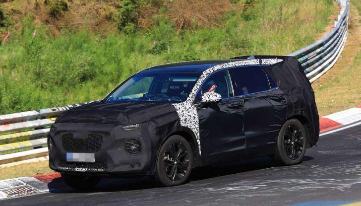 Hyundai Santa Fe 2018, foto e video spia della nuova generazione - Foto 1 di 12